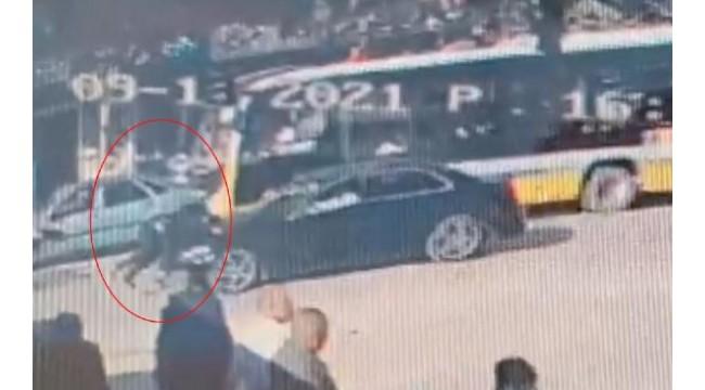 Otomobilin 'yaya geçidi'nde yayaya çarptığı kaza kamerada
