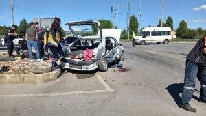 Sivil polis aracı ile otomobil çarpıştı: 2'si polis 5 yaralı