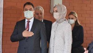 Babacan, İzmir'de depremzedelerle buluştu